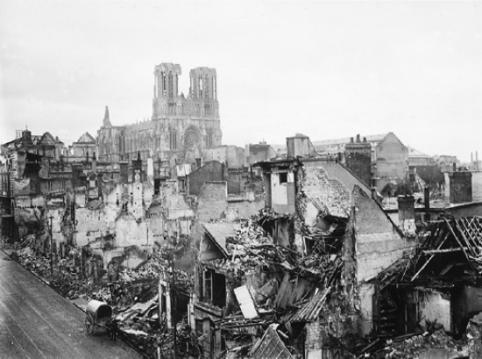 1313354-Bombardement_de_Reims_durant_la_Première_Guerre_mondiale